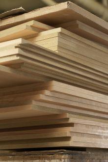 Dřevěná nebo laminátová podlaha: Co je dobré zvážit před nákupem